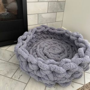 Chunky knit cozy kitty bed (never used)